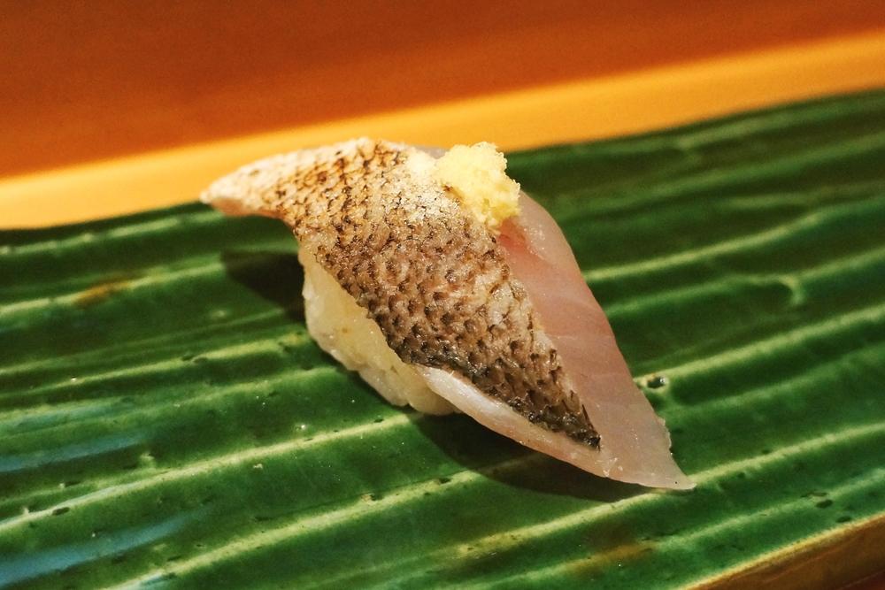 Kamasu (Japanese Barracuda) $5/pc 第一次吃barracuda, 尤其是没有酱油只有一些粗盐搭配的口感十分特别。本来寿司就已经很清爽,单纯盐的味道配上精致的肉,更加特别