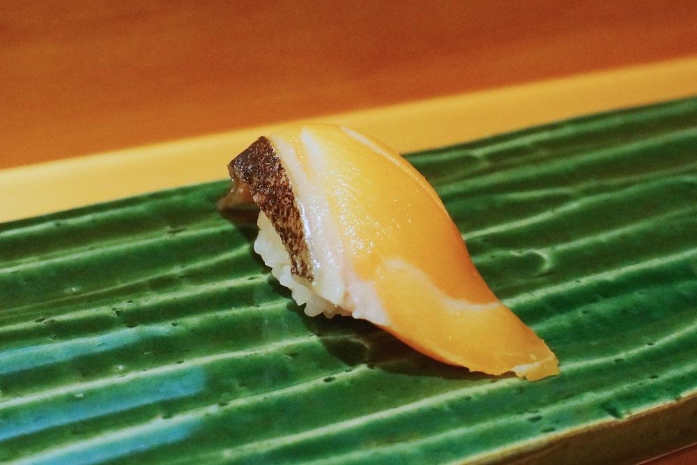Iwana (Europe, Arctic Char) $4/pc 现在各家sake都喜欢往肥里选,食客也一味觉得越肥吃起来越有口感。Arctic char和salmon以及lake trout是相似品种,但是味道上确实更加clean light一些。作为omakase第一道nigiri也是绝佳。