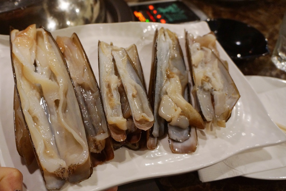 一份蛏子。个头很大很新鲜,头一次去吃的人绝对很惊喜。海鲜看着份量其实不顶饱,一份2-4个人吃差不多。