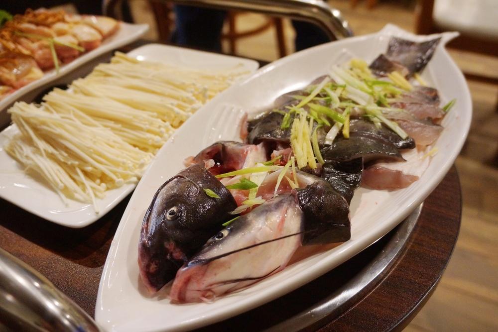 鲶鱼。店里鱼的品种很多,蒸出来都比其他店里现成的蒸鱼好吃。