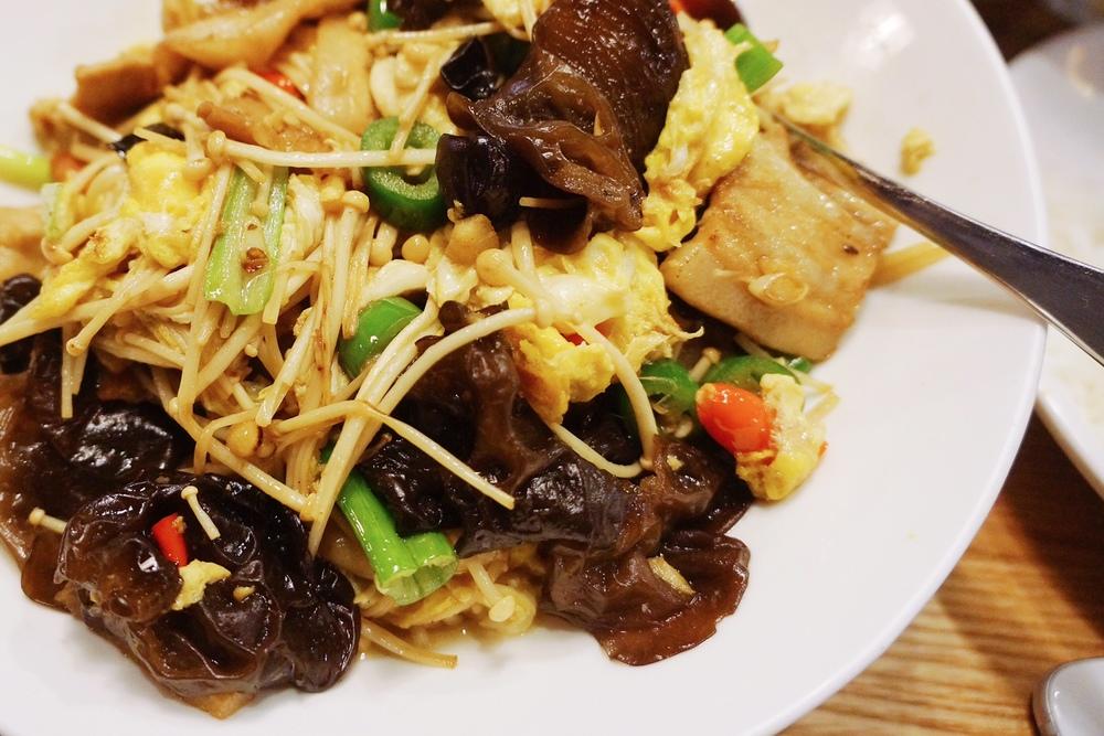 农家一碗香 $12.99 实话说这个是我晚上的最爱,特别下饭。让我想到了高中后门一个小餐厅的木须肉。