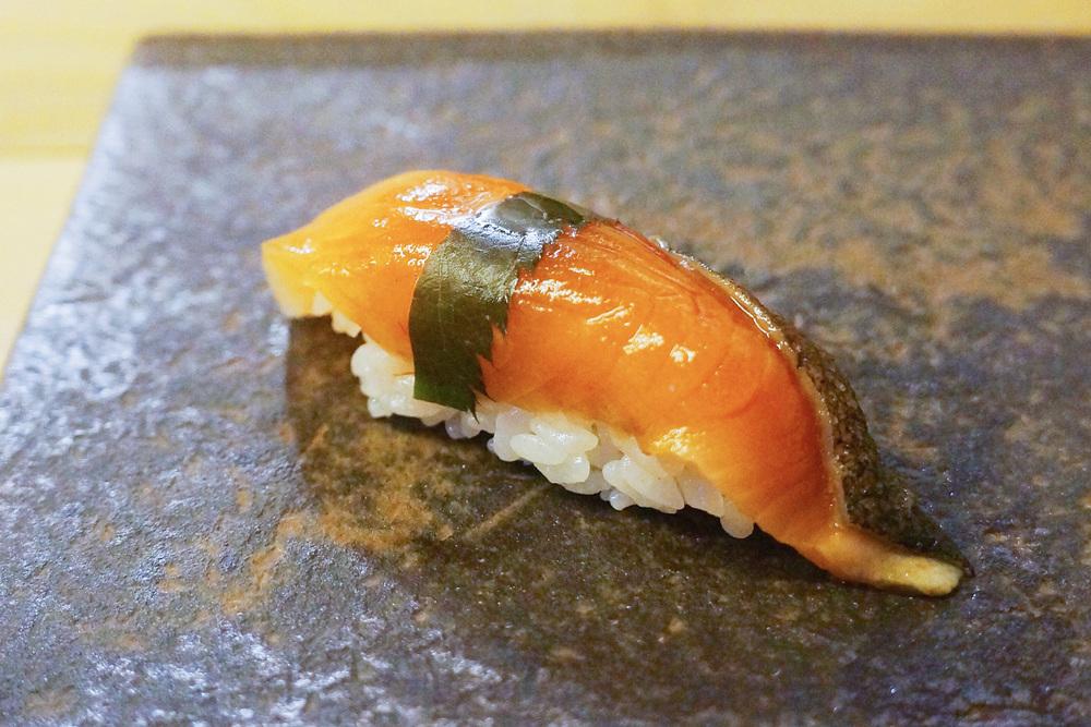 Cherry Blossom Salmon这个季节大in的nigiri