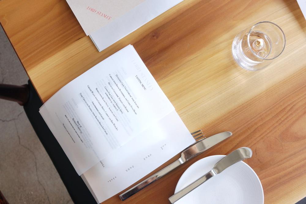 目前看到最中意的餐厅menu,临走时特地要了一份裱起来放家里了