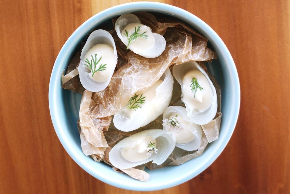 Onion petals with sherry vinegar $5 有妹子的桌肯定会点 因为实在是有趣又好看 洋葱蛮甜的,不用担心