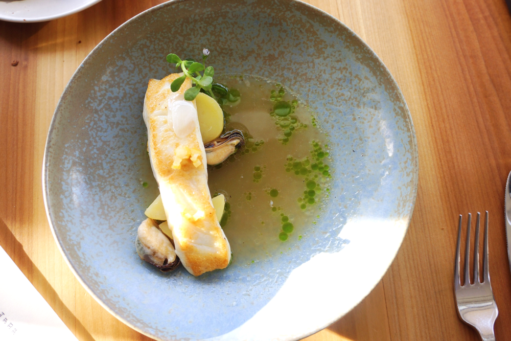Local halibut with mussels and garlic, lemongrass braissage $32 我们俩合吃了一份halibut,细心地帮我们分成两份