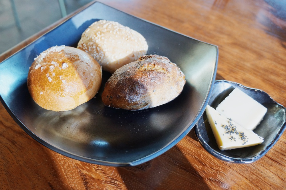 Complimentary bread (brioche, miso bread and white sesame bread) and butter (regular and goat) 完全的芝麻大饼啊哈哈!