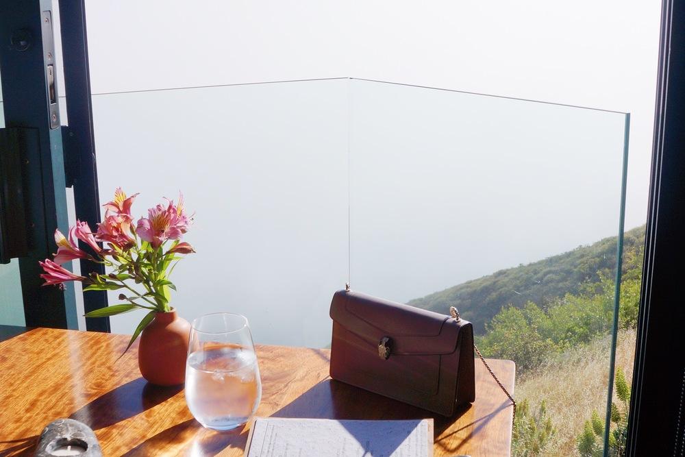 座位的景色,个别座位旁边是个小阳台,可以站出去拍照