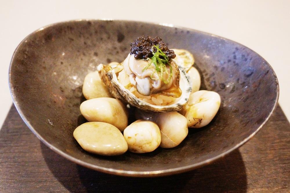 Raw Oyster Nigiri with caviar topping---整晚我觉得最特别的一道,第一次吃生蚝寿司,生蚝很脆很甜