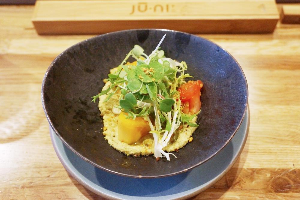 Salad---沙拉出奇的好吃!下面是豆泥,类似hummus,增加饱腹感