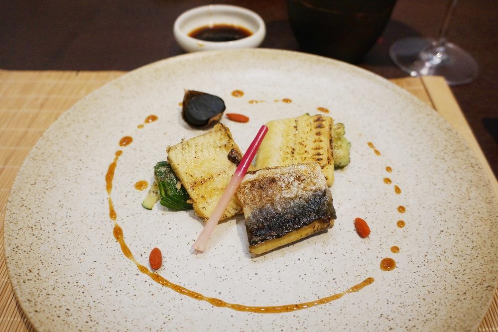 烤物:冲绳海盐炙鳗鱼(3种鳗鱼,分别是白鳗,星鳗和河鳗)