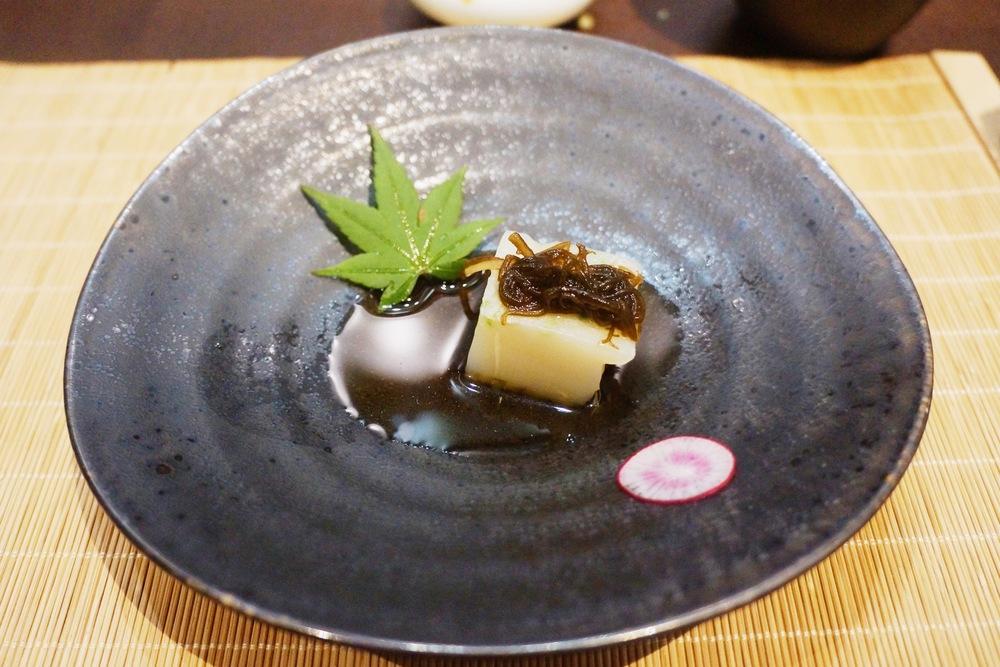 酢肴:浓厚原汁鳗鱼豆腐 这是将鳗鱼慢炖的高汤做成jelly的样子 吃起来口感比小时候鱼冻更浓稠