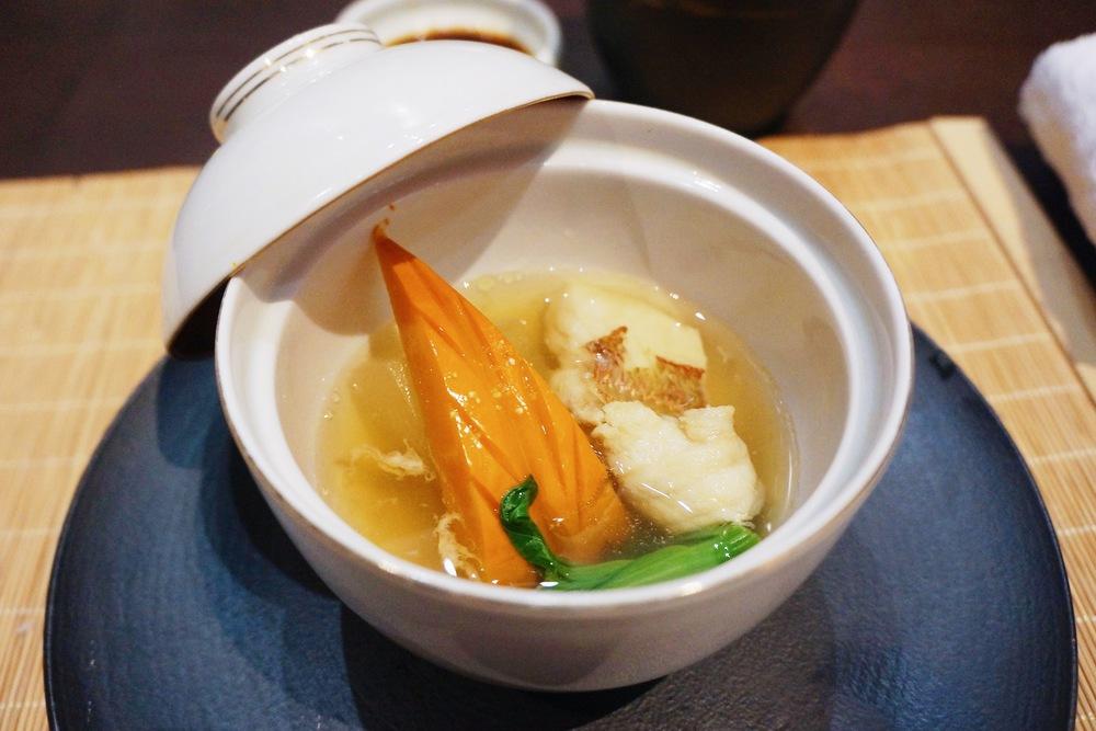 强  肴:天舞寺星鳗 汤底非常喜欢,应该是很简单的昆布底汤加上了鳗鱼和蔬菜味道 简单又鲜美