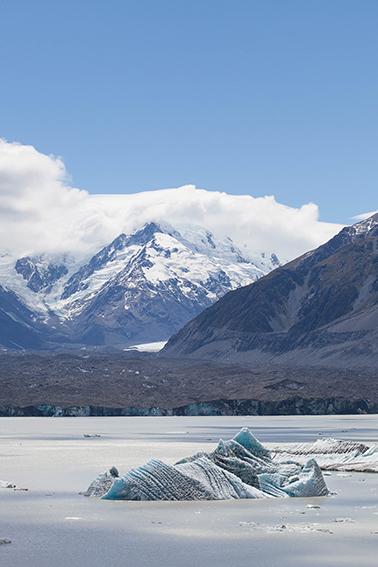 © Detours Magazine . Volume 02 . Tasman Lake . Nouvelle-Zélande