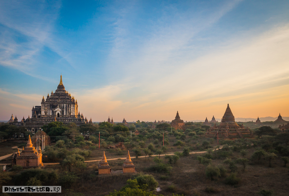 Temple pe câmpia Bagan