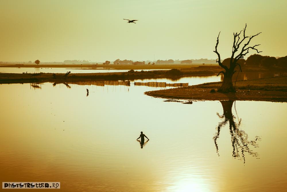Apus pe lacul Taungthaman, lângă Mandalay