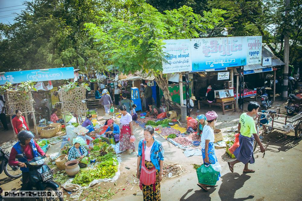 Piață la marginea drumului