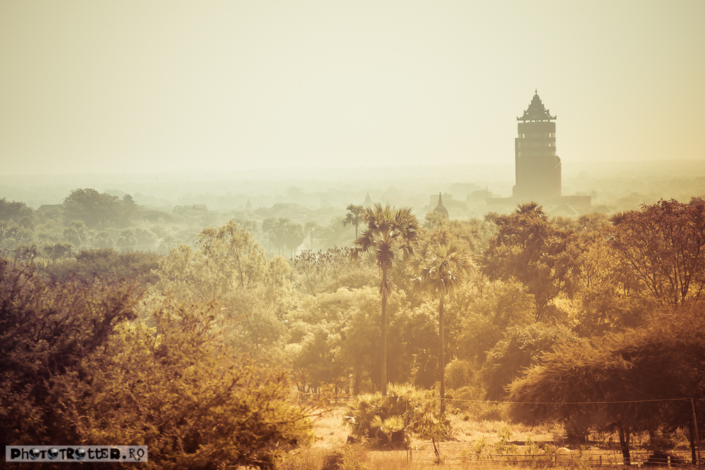 În depărtare,turnul Nann Myint