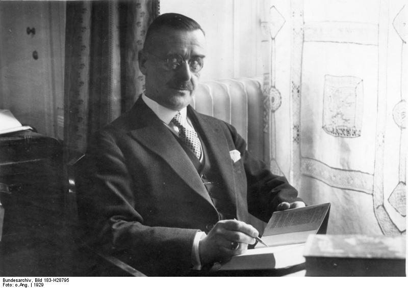 Bild: Thomas Mann im Hotel Adlon in Berlin 1929 vor der Weiterreise nach Stockholm zur Entgegennahme des Nobelpreises.  Quelle: This file is licensed under the  Creative Commons   Attribution-Share Alike 3.0 Germany  license.  Attribution: Bundesarchiv, Bild 183-H28795 / CC-BY-SA 3.0