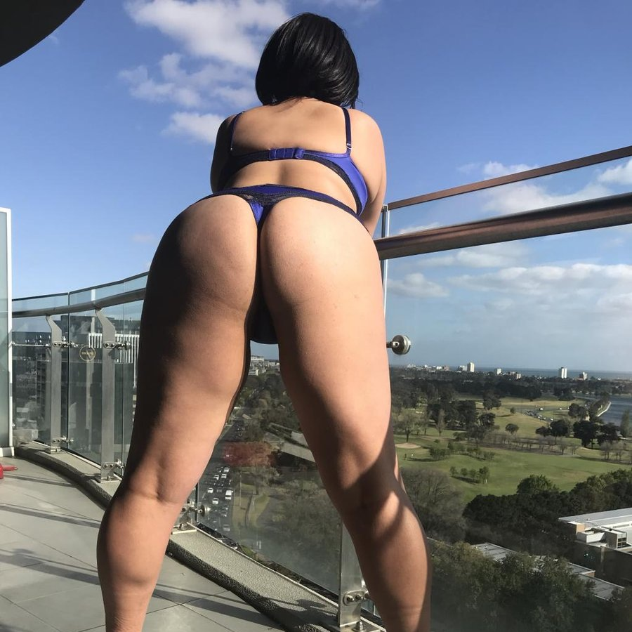 OLIVIA SPARKLES - MELBOURNE BODY RUB & KINK PROVIDER. AVAILABLE FOR FLY ME TO YOU.