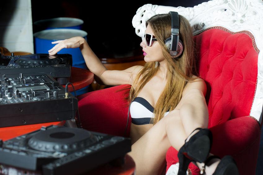 Women DJ CDJ 2000 setup - 848 Width x 565 Height.jpg