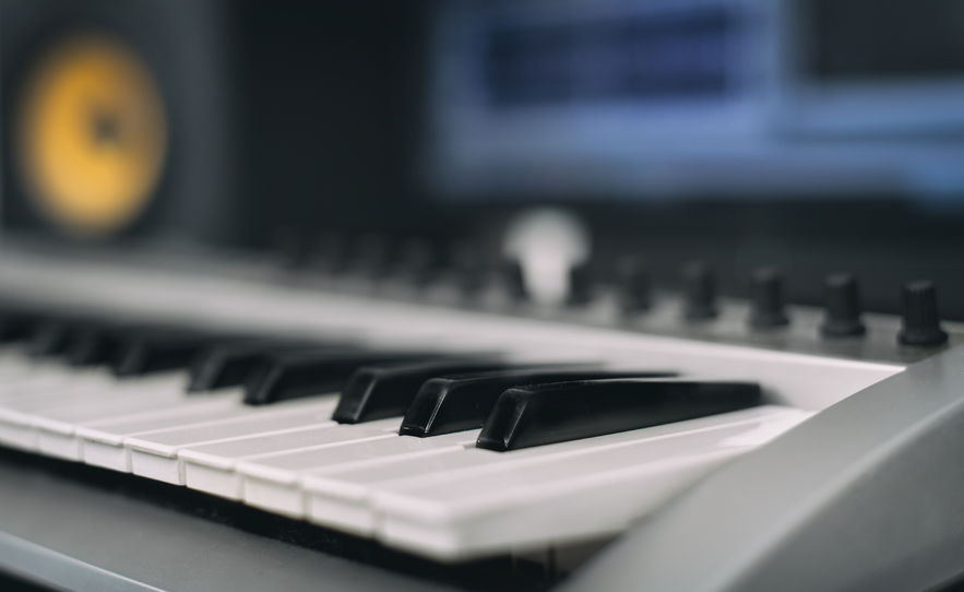 Studio midi keyboard 883 Width x 542 Height