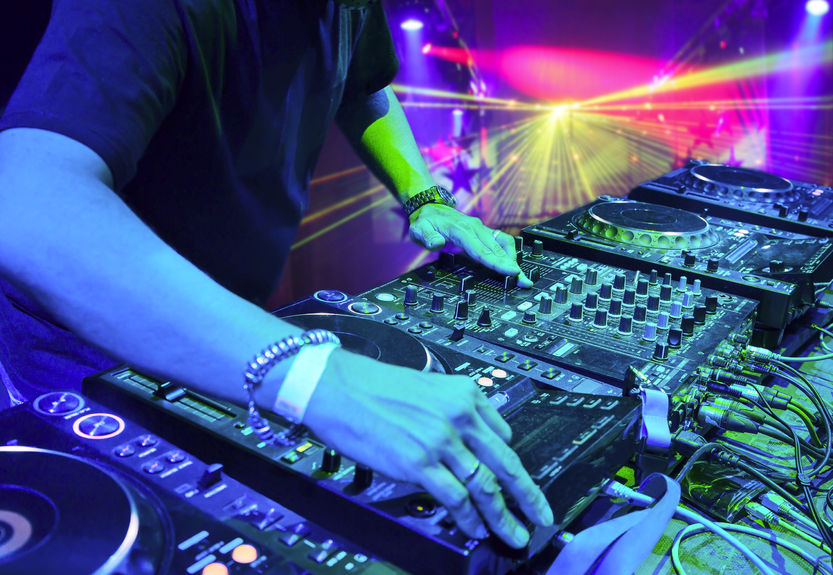 How to DJ in a Nightclub | Learning to DJ in a Nightclub