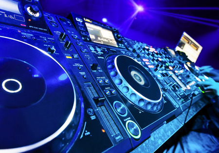 CDJ SET UP IN A NIGHTCLUB - 450 Height x 315 Width.jpg