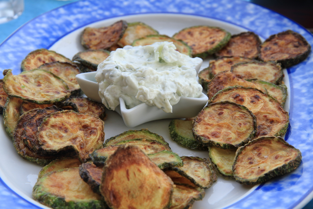 Fried zucchini with a garlicy yoghurt sauce