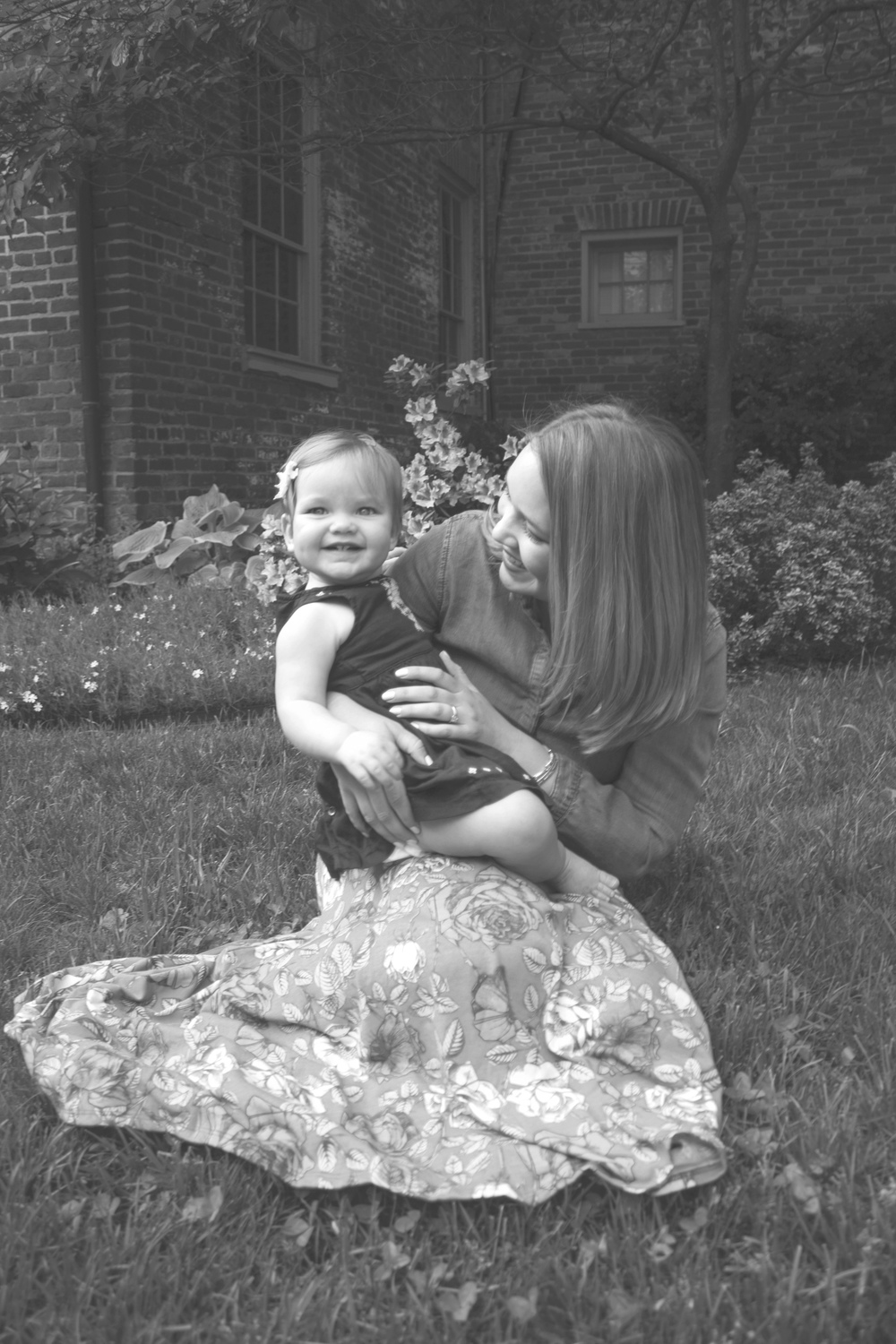 Elaura and Lauren Grass 1 B&W.jpg