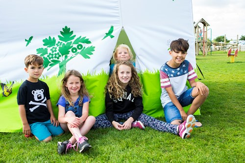 Source: http://www.hawwoodfarm.co.uk/events/kids-spring-craft-and-picnic/