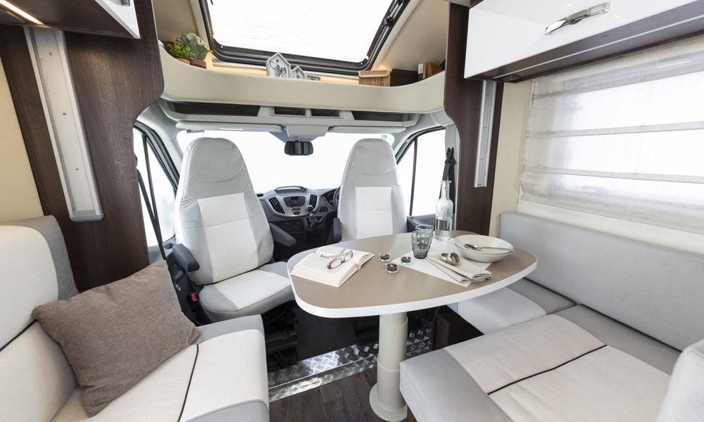 Zefiro-685-front-lounge-2000x1200.jpg