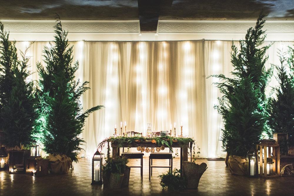 sweetheart table wedding.jpg