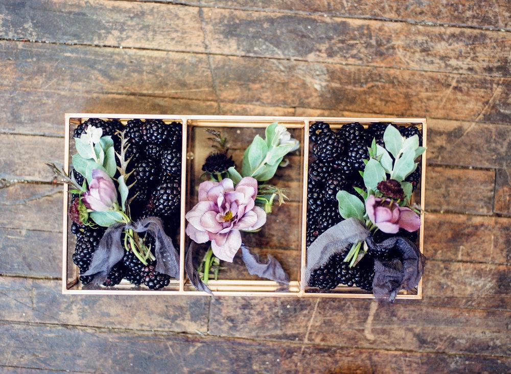 groomsmen flowers.jpg