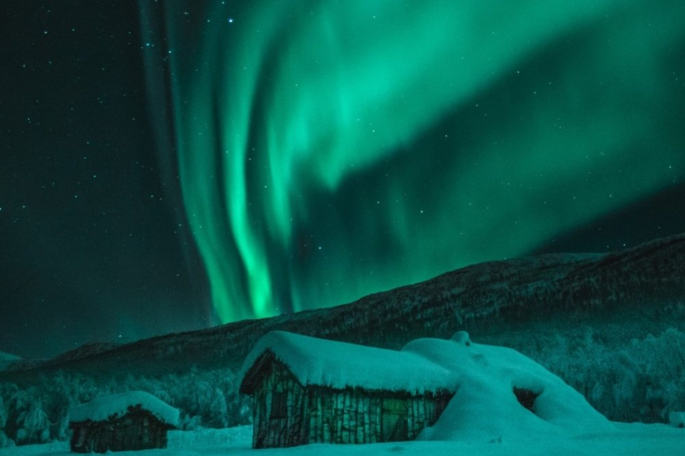 aurora-borealis-cabin.jpg