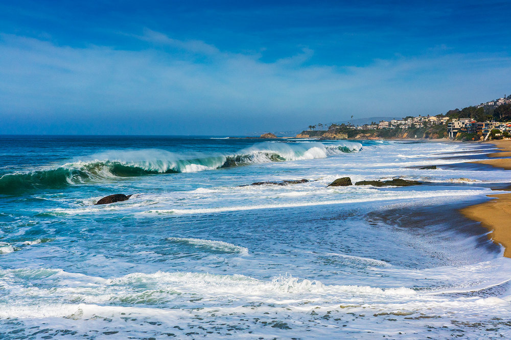 A line up image of Aliso Creek beach in South Laguna beach, California utilizing the Sony APS-C/ Super 35mm crop mode to get closer to the action.