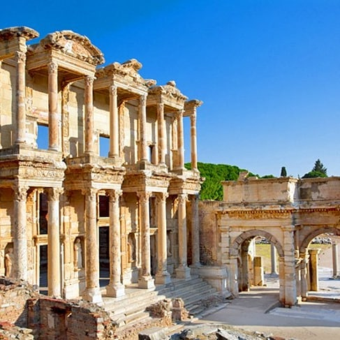 Listening to today's episode of @missedinhistory about Ephesus and this is one of my dreams, to see the Library of Celsus! I have been to Turkey but not to this specific place. I love places with tumultuous histories, places that have changed borders and rulers and territories over the years. . . . #ancienthistory #stuffyoumissedinhistoryclass #history #travel