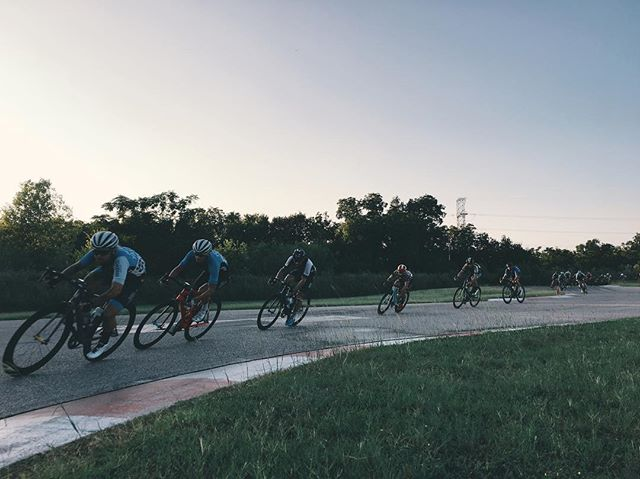 @andyjobinator and @zachjstein stringing the chase group out in the @drivewayseries P123 #drivewayseries #enjoyeverymile #ontherivet