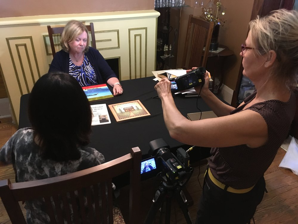 Pat Antliff in interview with Thy Phu. Videographer: Annette Mangaard. Photo: C. Barreto, 2018.