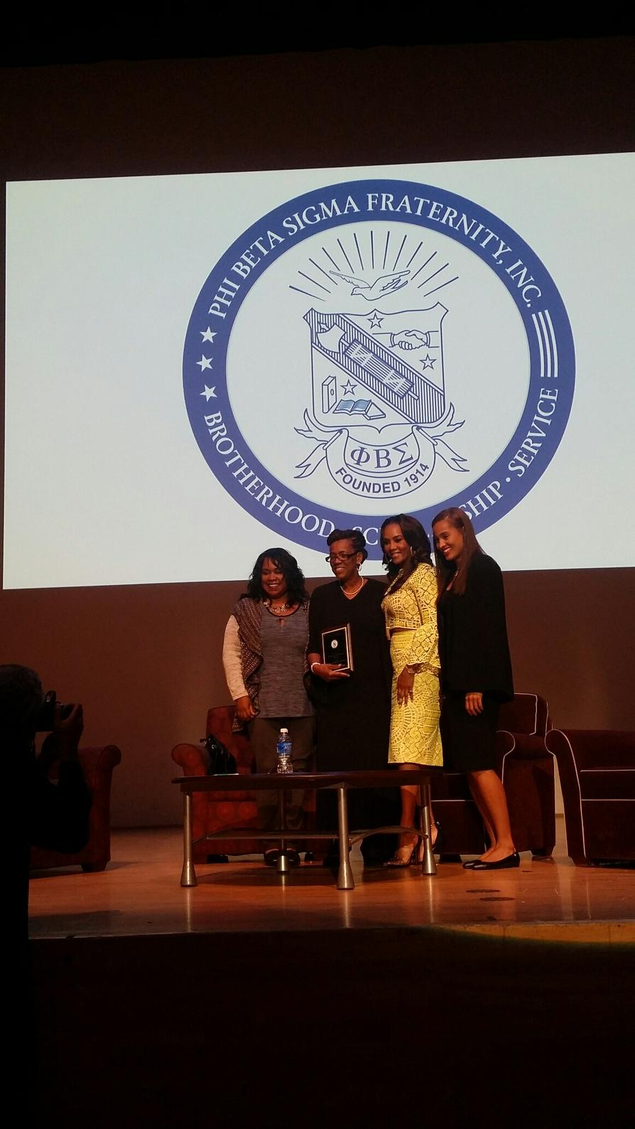 MRS. GRAHAM, FLANKED BY FELLOW AWARD RECIPIENTS: ACTRESS VIVICA FOX, AUTHOR ZANE, AND WNBA STAR SKYLAR DIGGINS.