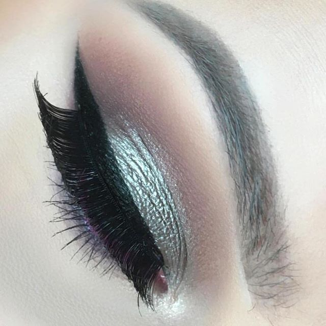 Perfection!! 😍  @makeupbyemma wearing GlamUp Lashes in Glamorous 💕 #glamuplashes #lashes #eyelashes #falselashes #falseeyelashes #minklashes #minkeyelashes #lashesfordays #lashesonfleek #longlashes #eyelashesfordays #longeyelashes #fakeeyelashes #fakelashes #hudabeauty #wakeupandmakeup #vegas_nay #luxurybrand #anastasiabeverlyhills #ghalichiglam #volumelashes #makeupartistsworldwide #makeupaddict #lashaddict #instabeauty #instashare #makeup #motd #beautyblogger #3dlashes