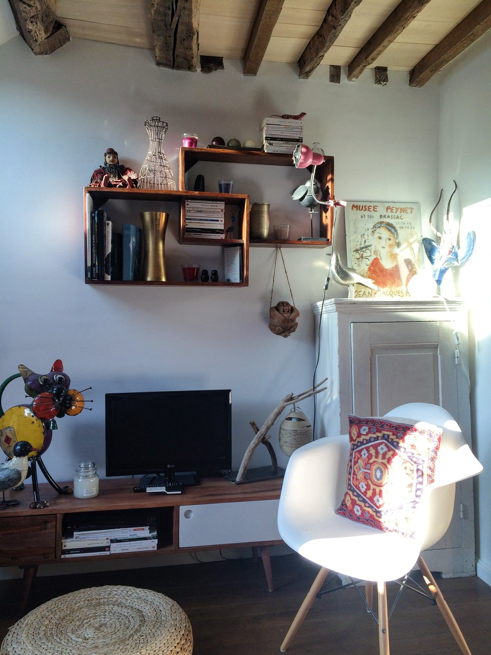 Air BnB | Paris | source: Alexis Rockley, Local (Tourist)
