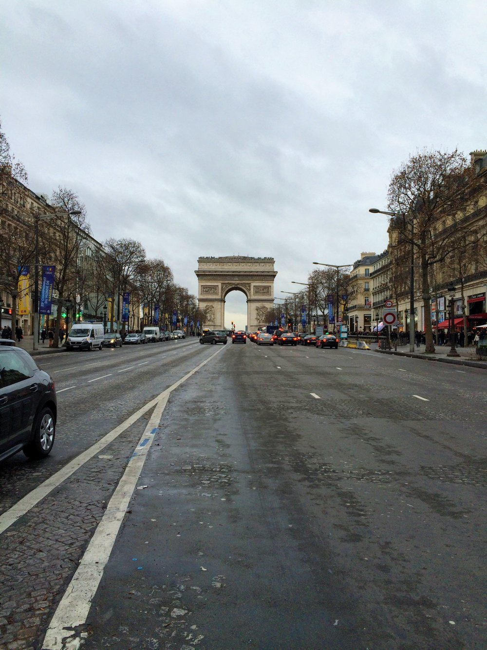 L'Arc De Triomphe, Avenue des Champs-Elysées | Paris | source: Alexis Rockley, Local (Tourist)