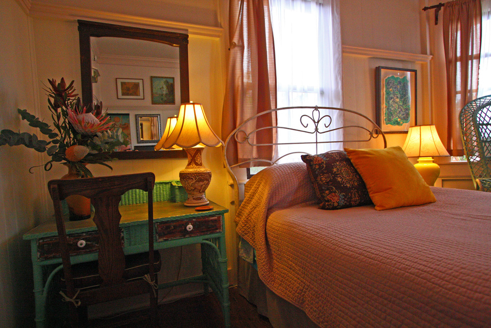 The main bedroom of the kona wing at the Hale Hookipa Inn