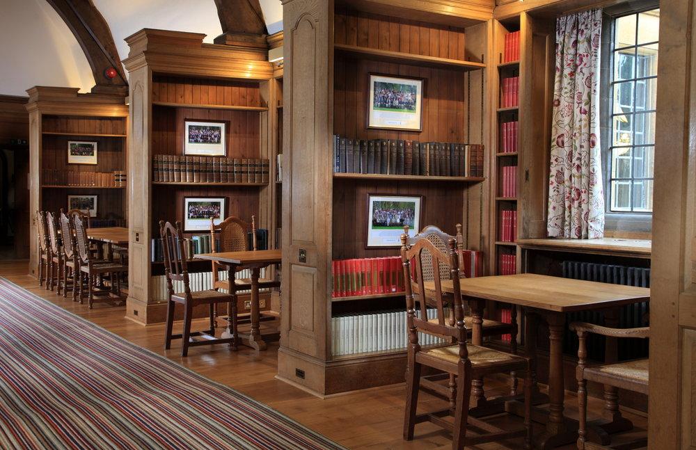 Rhodes_House_Rosebery_Room_tables_in_nooks.JPG