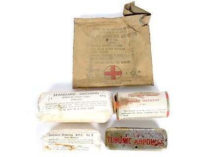 A.M. first aid outfit for air crews - AV002