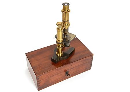 Microscope par J. Gardner - SC027