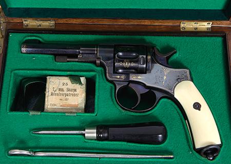 Revolver nagant cal. 7,5 mm de présentation en coffret - HG032