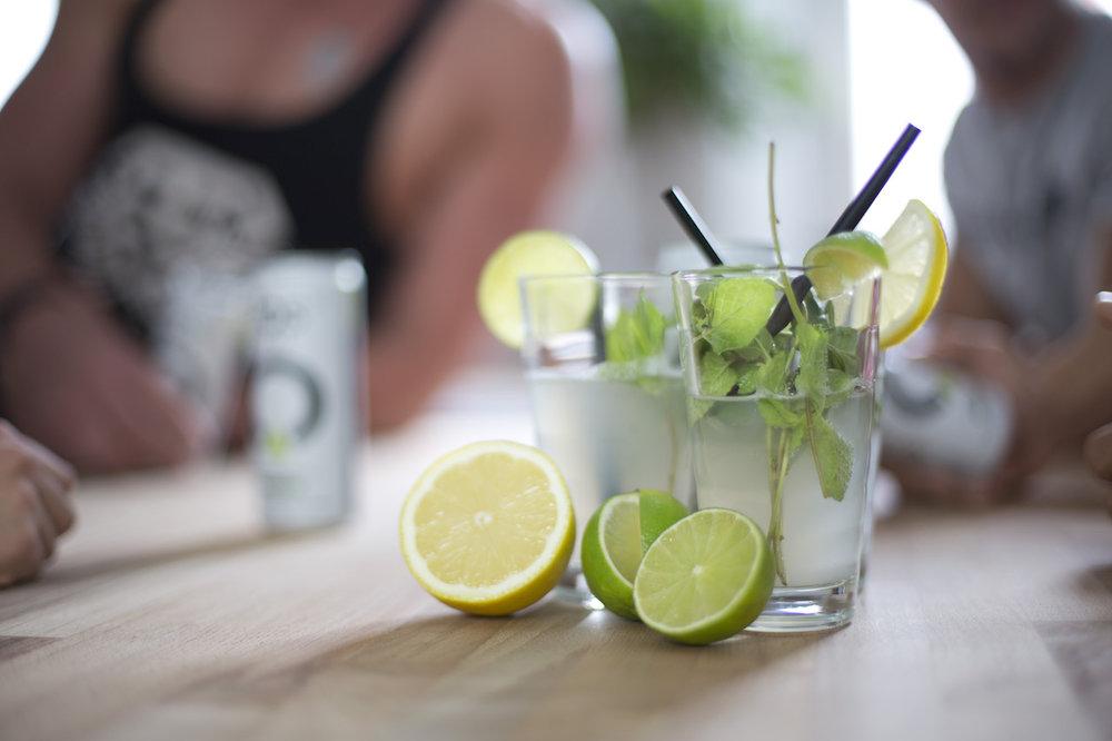 Funktional | Erfrischend - Sport, Fitness und gesunde Ernährung - das ist Dein Lifestyle? Dann zeige es und erfrische Dich! fos - The Focus Drink mit fruchtigem Zitronen-/Limetten Geschmack schmeckt nicht zu süß.