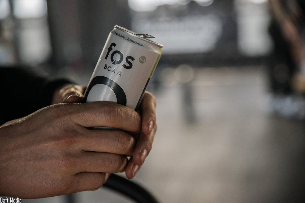 Isotonisch - fos - The Focus Drink liefert Dir einen isotonischen Zuckertanteil, natürliches Koffein,Vitamin C und ergänzt Deine Ernährung mit BCAA.fos - The Focus Drink enthält zusätzlich 5 weitere Vitamine.