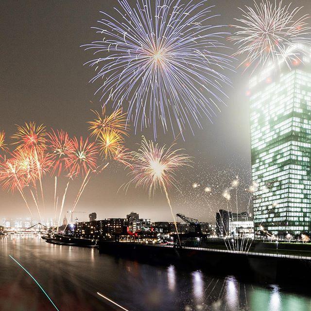 Happy New Year! 🎊🎈🎆 Wünsche euch alles gute fürs neue Jahr! Mögen eure Wünsche in Erfüllung gehen und Ihr alle Ziele erreichen! Immer hart daran arbeiten, dann wird das mit den Zielen ein Klacks! 💪 🎉🎊 . . #Dezember #Winter #Weihnachten #New #Year #Silvester #Jahreswechsel #2018 #2017 #Ziele #Januar #Feiern #Party #friends #felixklingpictures #germanroamers #Outdoor #Feuerwerk #weroamgermany